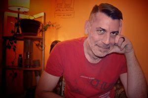 Martin Comeau à son bureau à domicile
